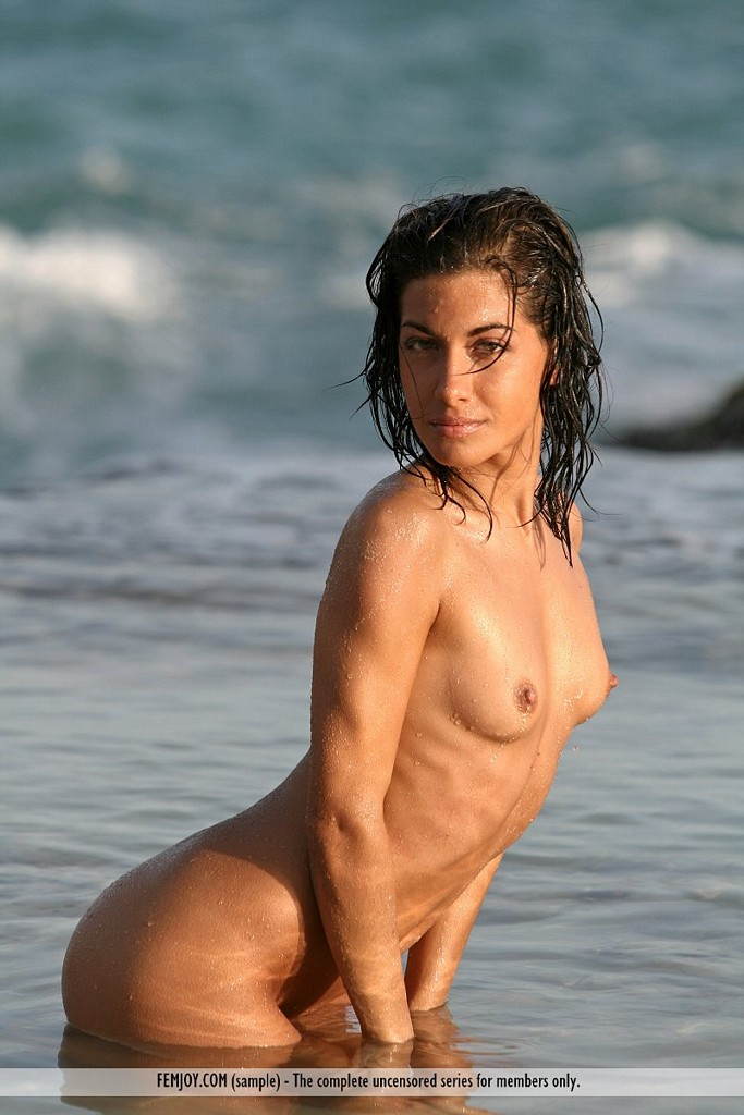 Skinny nude brunette Laila's hot butt in the water ...